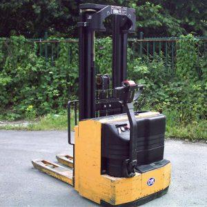 OM Elektrische stapelaar type CN 15
